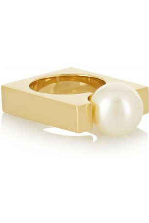 Love this structured but feminine ring by Chloe
